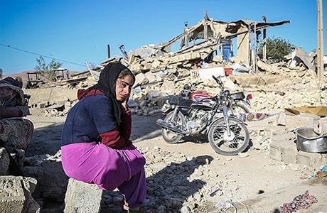 زنان و دختران جوان در مناطق زلزله زده شرایط بسیار دشوارتری را تحمل می کنند