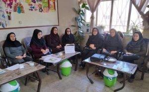 معلمان در بسیاری از شهرهای ایران بر اساس فراخوان قبلی در اعتراض به وضعیت معیشتی و در حمایت از بازنشستگان تحصن کردند
