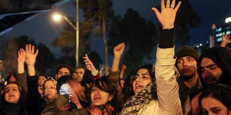 هزاران دانشجو در یک اعتراض گسترده خواستار استعفای خامنه ای شدند