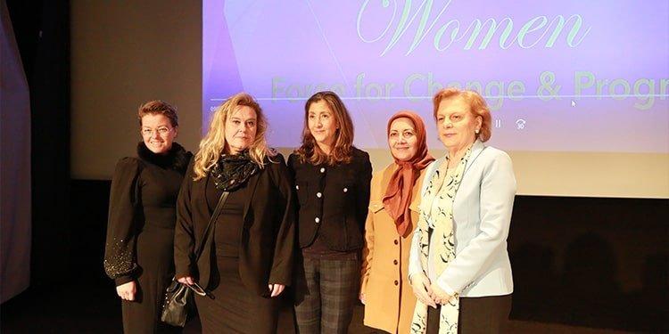 نقش زنان ایرانی در مبارزه با رژیم آخوندها