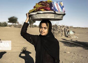 فقدان زیرساخت های آبرسانی کمر زنان سیستان و بلوچستان را می شکند
