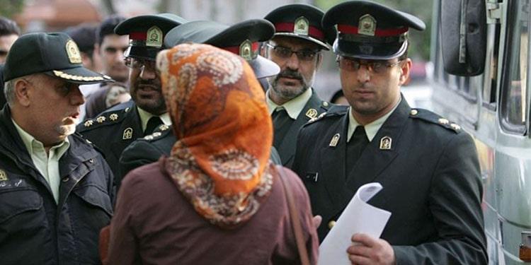 تحمیل حجاب اجباری به زور رشوه