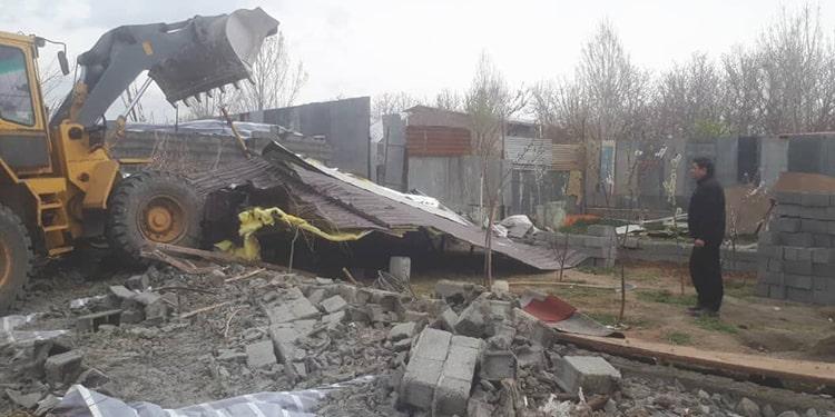 ایستادگی زنان در مقابله با تخریب خانه هایشان در حاجی آباد