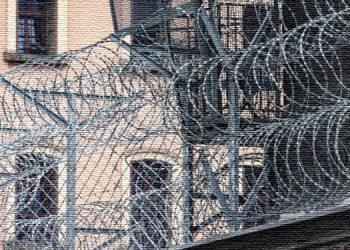 مادر زندانی سیاسی تلاش رژیم برای توبه گرفتن از فرزندش را محکوم می کند