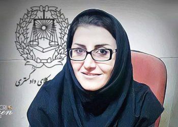 دادگاه اهواز فرزانه زیلابی وکیل کارگران هفت تپه را به یک سال زندان محکوم کرد