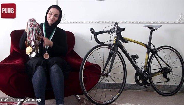 Atoussa Abbasi championne cycliste est vendeuse ambulante en Iran