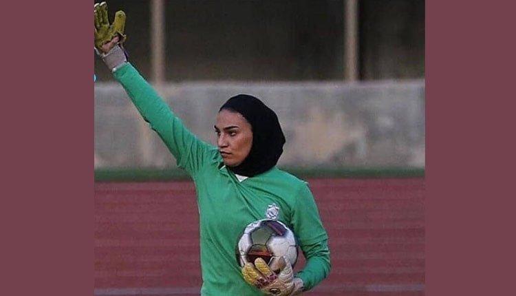 Samira Rostami avait été photographiée portant des gants en lambeaux avec un grand trou dans la paume.