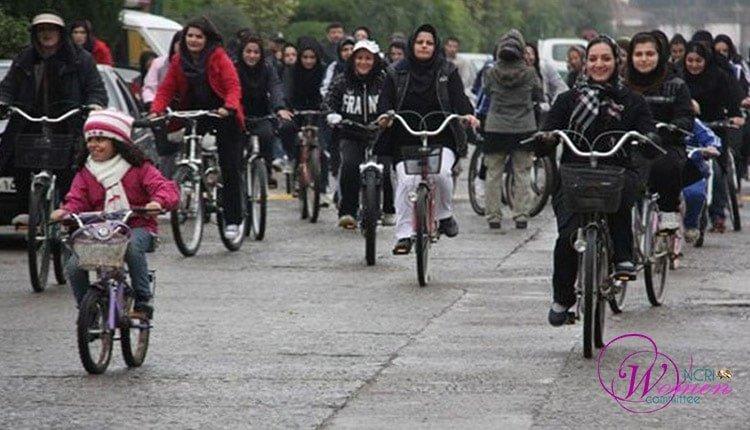 70 femmes à vélo arrêtées à Téhéran pour effraction aux règles du voile