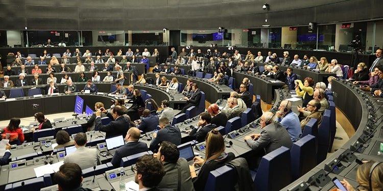 Maryam Radjavi appelle l'UE à se ranger du côté du peuple iranien