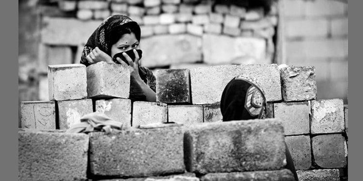 La pauvreté pousse les mères chefs de famille vers les bidonvilles en Iran