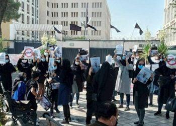 Les femmes ont largement participé aux manifestations des enseignants, médecins et infirmières