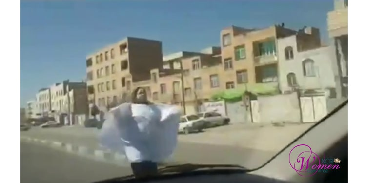 Une femme portant un linceul à Tabriz en signe de protestation contre l'accord félon