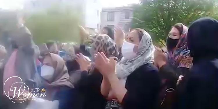 À Téhéran, les forces de sécurité ont arrêté une manifestante qui filmait