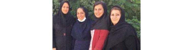 Mmes Maryam Bashir, Faranak Sheikhi, Hayedeh Ram, Minou Bashir et Dorna Isma'ili, qui résident à Chiraz et Borazjan, ont été condamnées à 12 ans et six mois de prison chacune