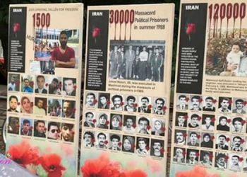 Familles et témoins demandant justice pour les victimes du massacre de 1988