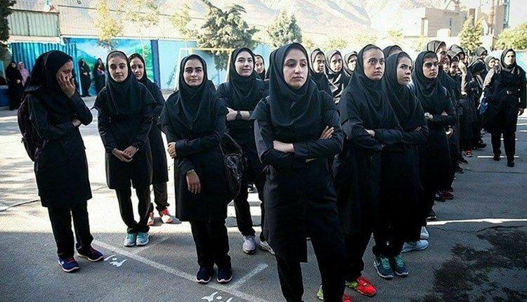 girl students of Kamyaran go on strike
