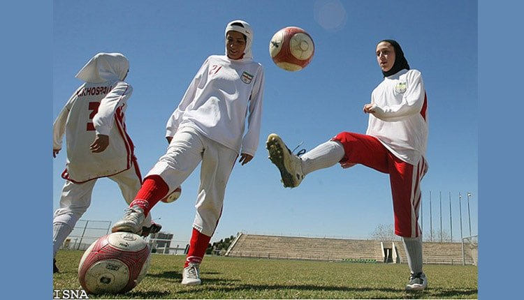 female football players drilling