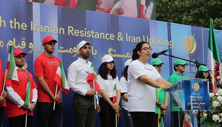 Anglo-Iranian youths in London's rally