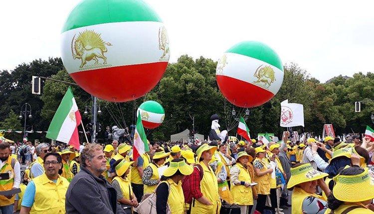 Thousands of Iranian women in Berlin