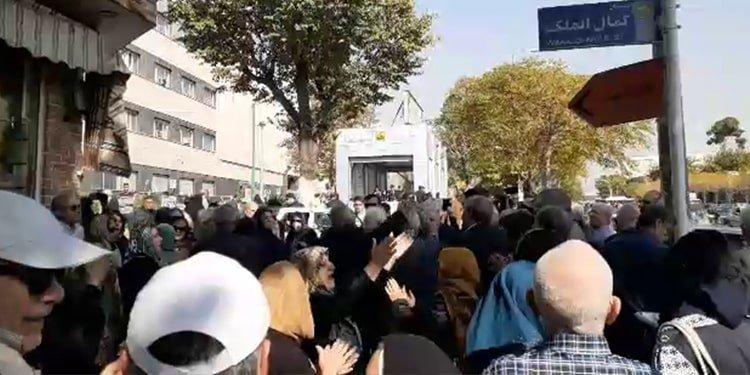 Retired teachers arrested in peaceful protest in Tehran