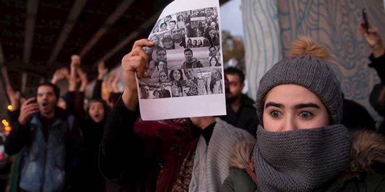 Second day of protests by Iranian people and students against Khamenei