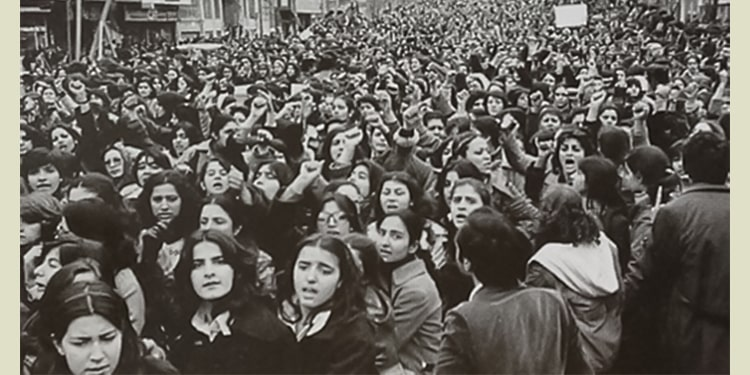 Women's largescale participation in resistance for freedom