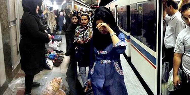 Iranian women peddlers work in the tunnel of death to make a living