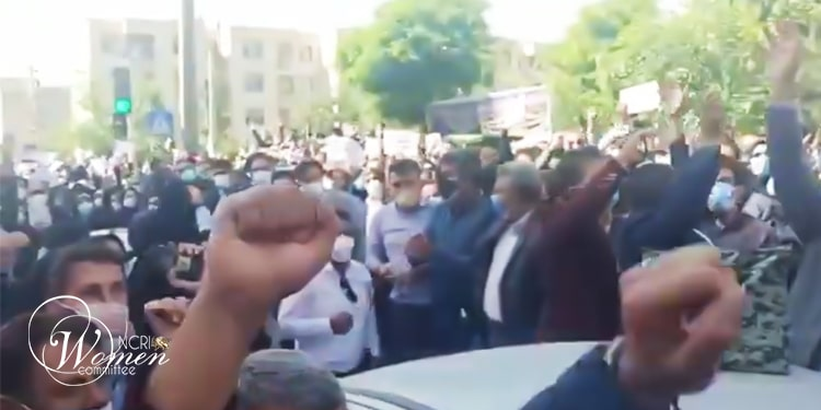 The large gathering of teachers in Karaj