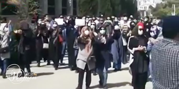 Women at the forefront of the march in Tehran