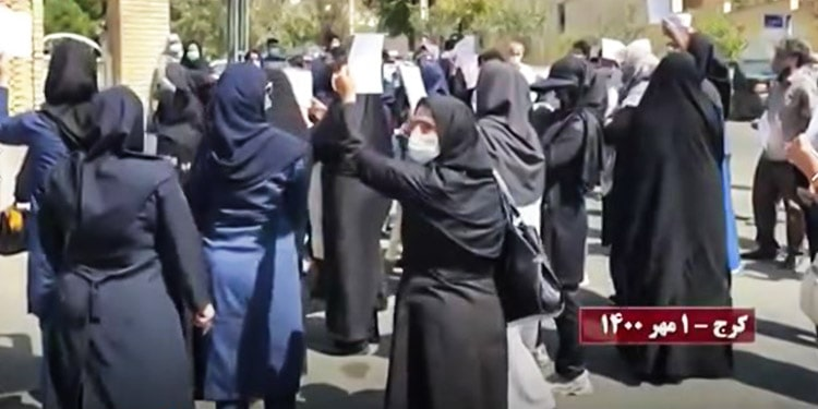 Iranian teachers hold nationwide protests on the first day of the school year